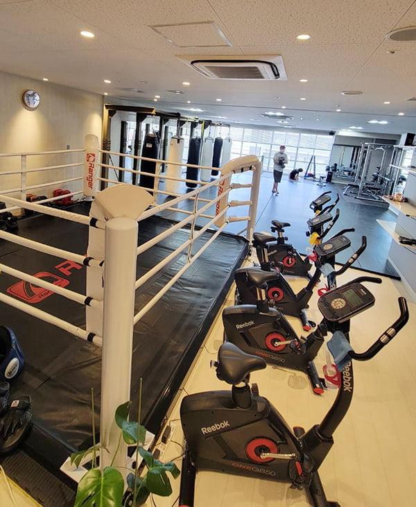 [写真]市川店のトレーニング器具